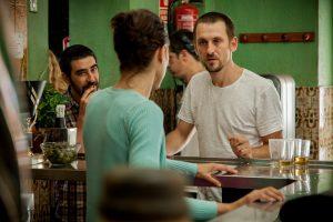 El del bar es uno de los escenarios más importantes de la película