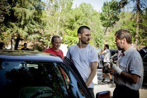 Raúl dirigiendo a los dos protagonistas de la película