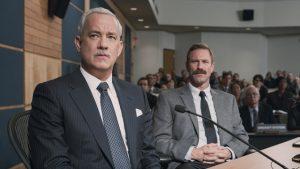 Sully (Tom Hanks) y su copiloto, Jeff Skiles (Aaron Ekhart) en plena investigación del hecho
