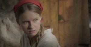 Chloe (Monika Kowalska) podrá a prueba la convivencia de los dos hombres