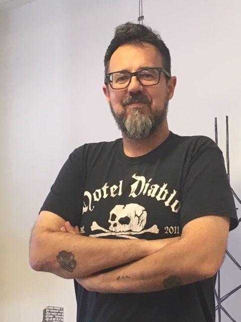 Paco Plaza al final de la entrevista - Quien a hierro mata