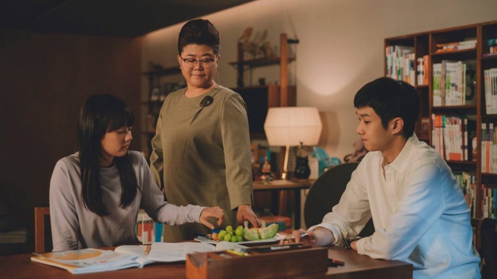 Parásitos - os actores Choi Woo-shik, Hyun Seung-min y lee jung eun