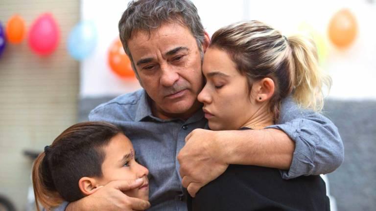 Eduard Fernández y Greta Fernández: padre e hija en la ficción, y también en la vida real, construyen un retrato sobre una relación venida a menos.