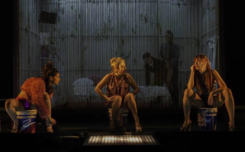 Yuste, Machi y Poza en Prostitución
