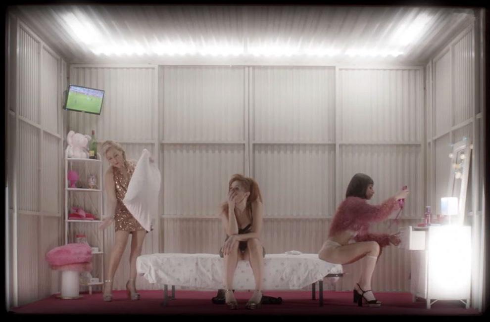 Machi, Poza y Yuste, a sus labores  - Prostitución