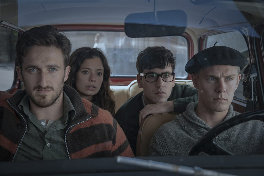 La Línea invisible Txabi Etxebarrieta (Álex Monner), sentado atrás, rodeado de sus compañeros de ETA
