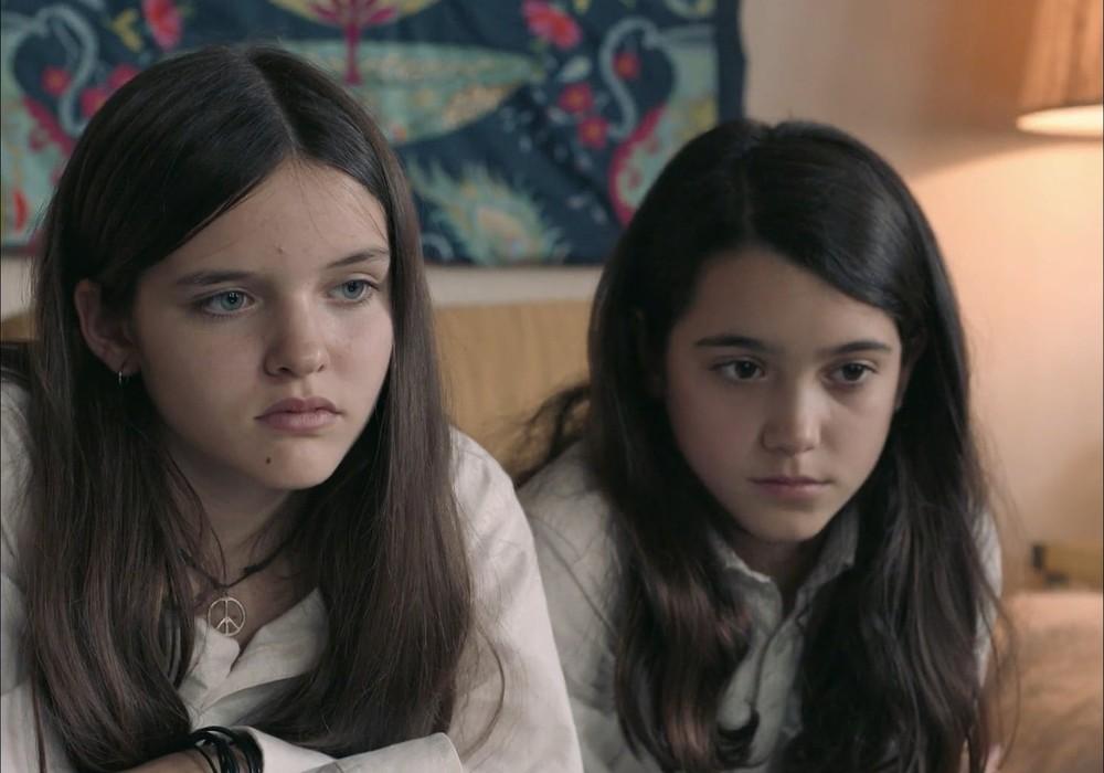 Andrea Fandos, a la derecha de la imagen, protagoniza LAS NIÑAS