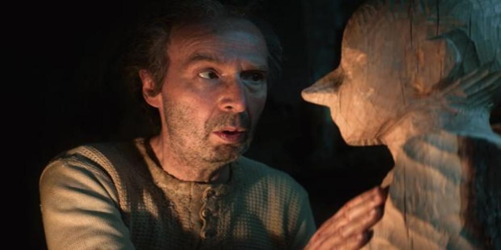 Geppetto (Roberto Benigni) tallando a Pinocho