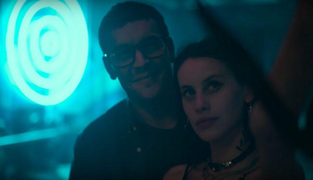 Mila (Milena Smit) arrastrará a Dani (Mario Casas) a un auténtico infierno
