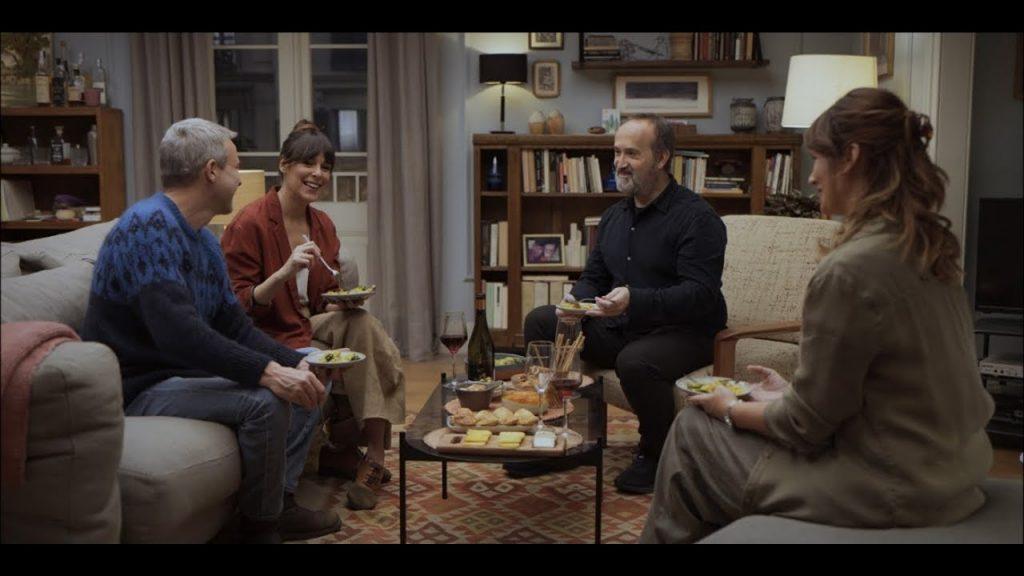 Sentimental -La cena con los vecinos discurre por unos derroteros que los anfitriones no esperan
