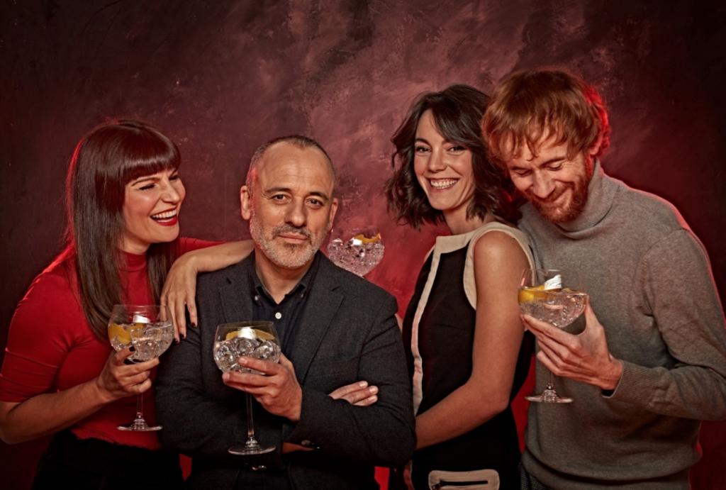 PRINCIPIANTES, de copas y celebración .   Daniel Pérez Prada, Mónica Regueiro, Vicky Luengo y Javier Gutierrez