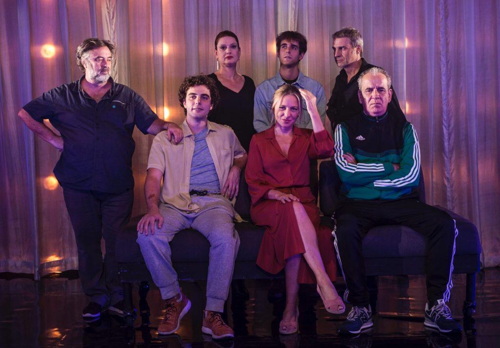Director y elenco de El chico de la última fila . Andrés Lima