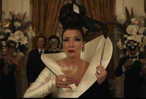 Emma Thompson interpreta a la Baronesa, en Cruella