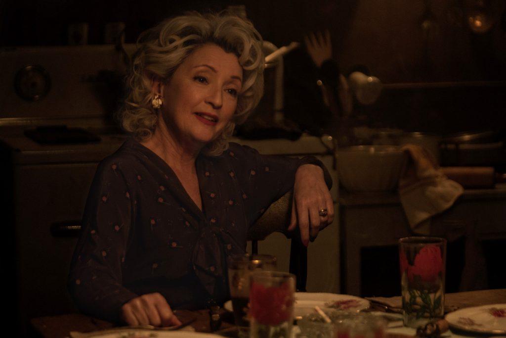 Lesley Manville interpreta a la matriarca Blanche Weboy, en Uno de nosotros