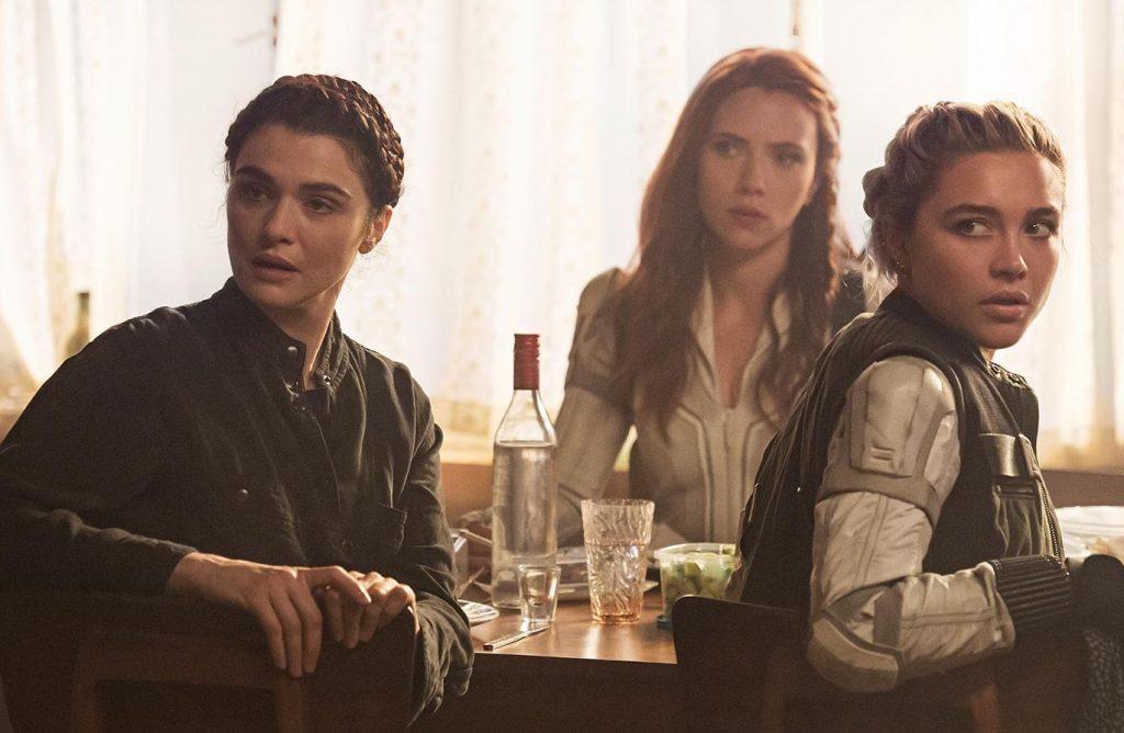 Rachel Weisz, Scarlett Johansson y Florence Pugh en VIUDA NEGRA