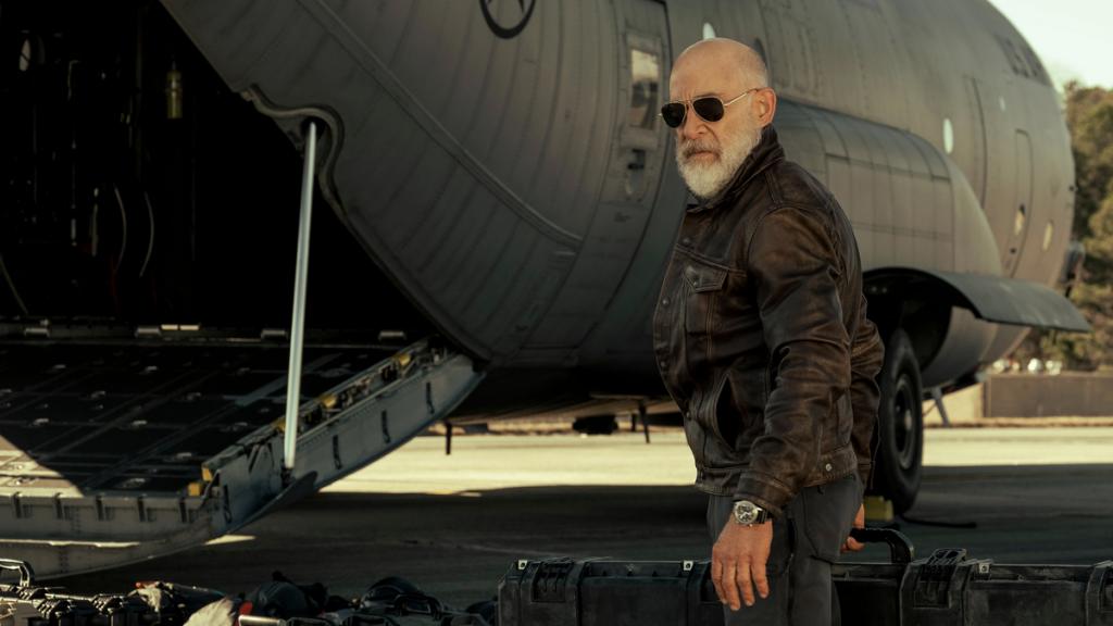 J. K. Simmons interpreta al padre del protagonista en La guerra del mañana