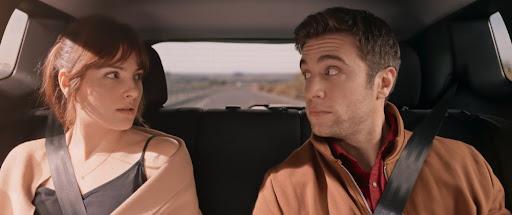Con quién viajas. Andrea Duro y Pol Monen interpretan a dos personajes  que no entienden nada de lo que está pasando en este viaje